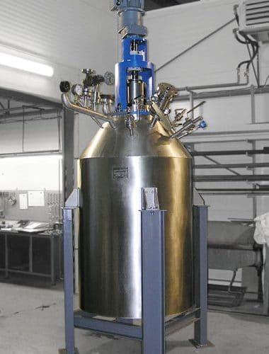 Hydrogenační autokláv 700 L 100 bar