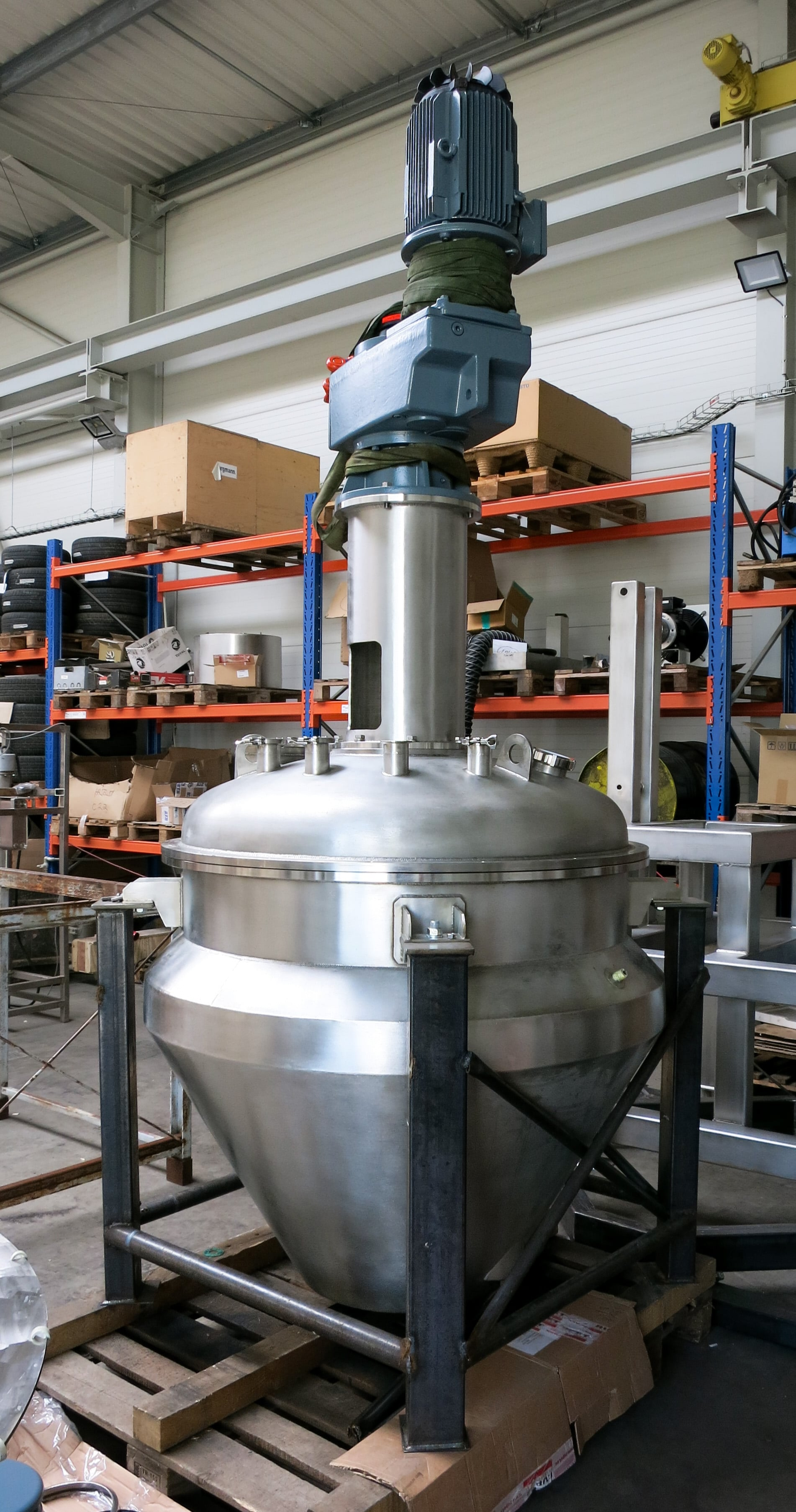 Conical vacuum dryer 800 L